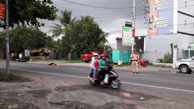 Tiền Giang: Thượng úy cảnh sát giao thông bị xe container cán tử vong tại chỗ - Ảnh 1.