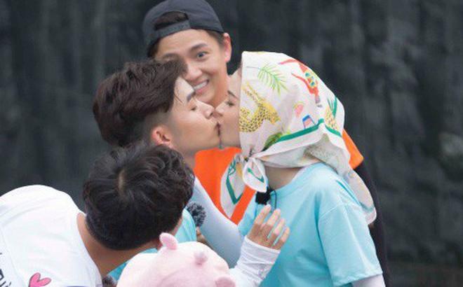 Màn hôn nhau táo bạo chưa từng có trên truyền hình giữa diễn viên Sam và Jun Phạm