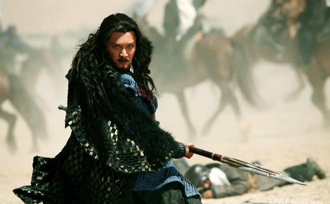 Hơn 300 năm sau khi Hạng Vũ chết, một thiếu niên nông thôn nhặt được đao của Sở Bá Vương và trở thành bá chủ Tam Quốc: Đó là ai?