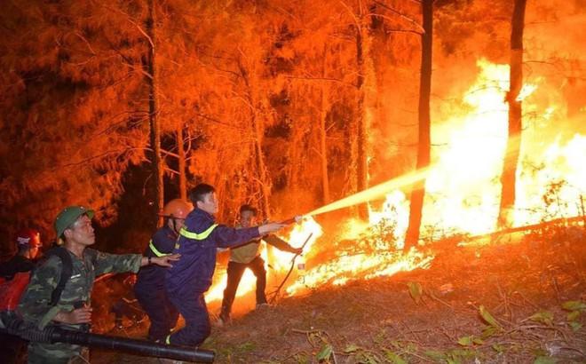 Vì sao không huy động trực thăng chữa cháy rừng ở Hà Tĩnh?
