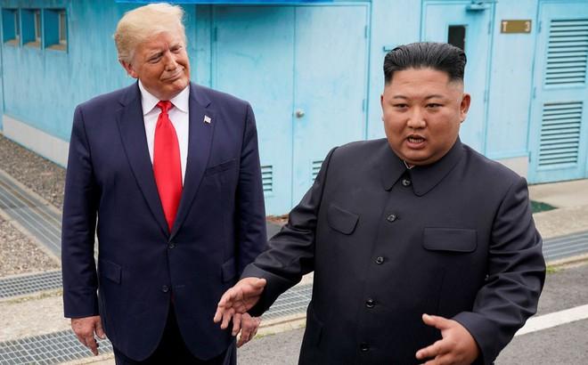 Quan chức Mỹ bỏ tiệc, tức tốc đi trực thăng tới DMZ giữa đêm để kịp chuẩn bị cho cuộc gặp Trump-Kim