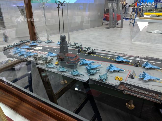 Lộ diện tàu sân bay siêu độc đáo, thiết kế có một không hai của Nga - Ảnh 1.