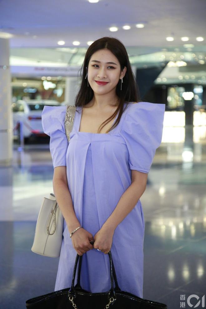 Nhan sắc gây thất vọng của dàn thí sinh top 15 Hoa hậu Hong Kong - Ảnh 4.