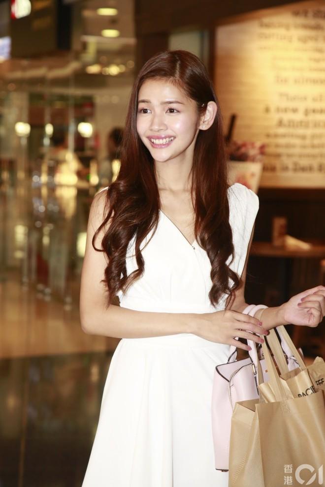 Nhan sắc gây thất vọng của dàn thí sinh top 15 Hoa hậu Hong Kong - Ảnh 1.