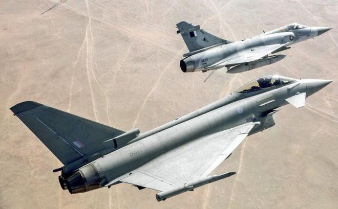 2 máy bay quân sự Qatar đâm nhau trên không: Loại hiện đại gì mà phải bảo mật cao thế?