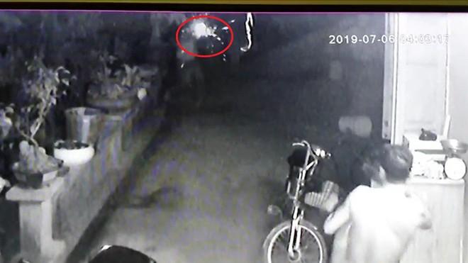 Cuộc đối đầu nghẹt thở giữa chủ nhà và 4 tên cướp có súng: Công an vào cuộc - Ảnh 1.