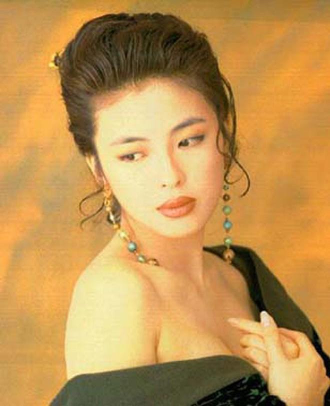 Cuộc hôn nhân tròn đầy hơn 30 năm của Thiên vương Hong Kong Trương Học Hữu: Bà xã đẹp ngang ngửa Trương Mạn Ngọc, hi sinh cả sự nghiệp vì chồng con - Ảnh 1.