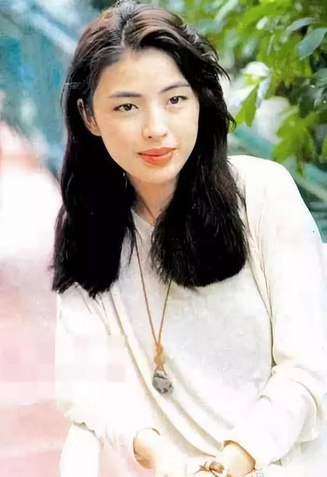 Cuộc hôn nhân tròn đầy hơn 30 năm của Thiên vương Hong Kong Trương Học Hữu: Bà xã đẹp ngang ngửa Trương Mạn Ngọc, hi sinh cả sự nghiệp vì chồng con - Ảnh 2.