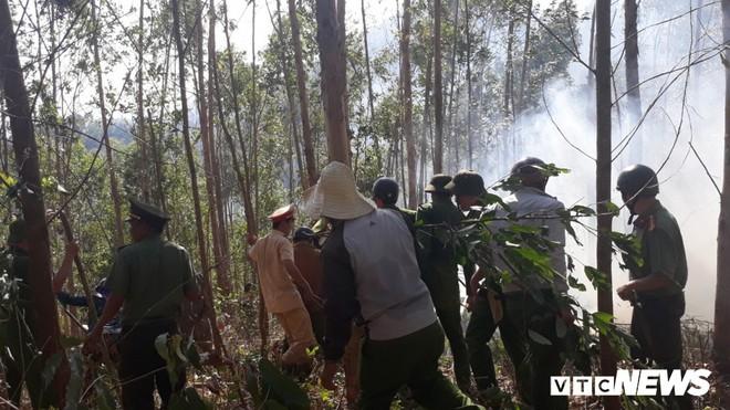 Cháy rừng nghi ngút, xuất hiện nhiều tiếng nổ vang trời ở Bình Định - Ảnh 1.