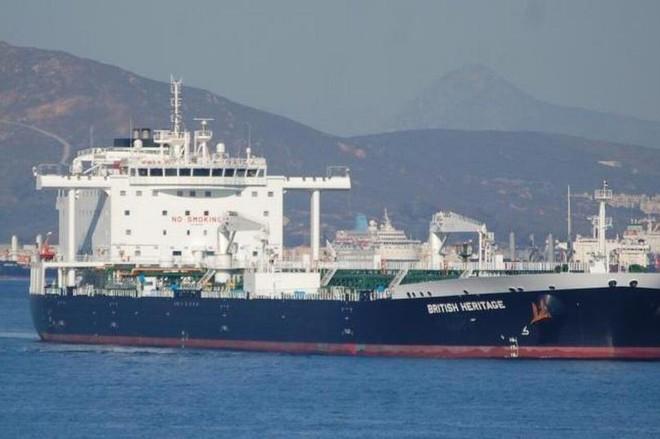 Tàu chiến Anh chĩa pháo cảnh cáo 5 tàu tấn công nhanh Iran - IRGC ra tuyên bố phản bác sắc lạnh - Ảnh 11.