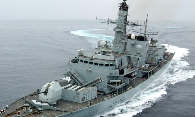 Tàu chiến Anh chĩa pháo cảnh cáo 5 tàu tấn công nhanh Iran - IRGC ra tuyên bố phản bác sắc lạnh - Ảnh 3.