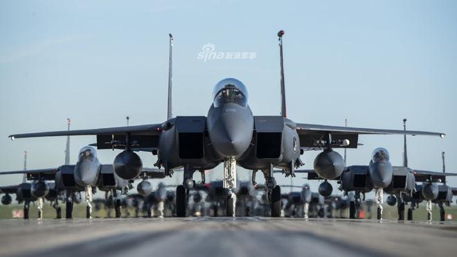 Tiêm kích F-15 Mỹ - Singapore diễu binh Voi đi bộ hoành tráng - Ảnh 3.