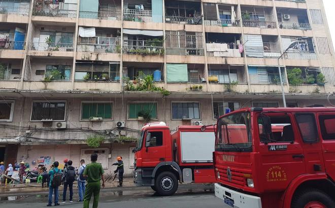 Cháy lớn ở ký túc xá trường Cao đẳng kỹ thuật Cao Thắng, hàng chục người mắc kẹt kêu cứu
