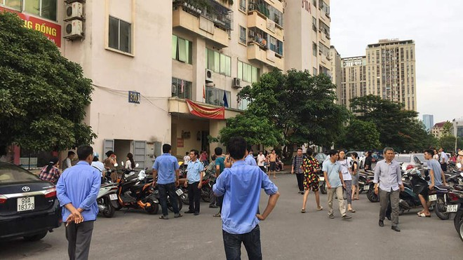Hà Nội: Cháy tại tầng 15 tòa chung cư ở Nam Trung Yên, khói bốc ra nghi ngút - Ảnh 5.