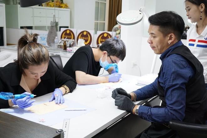 Hoa hậu Thu Hoài: Đồng tính thì sao? Con trai tôi đang tự lập, tự tin và hạnh phúc - ảnh 10