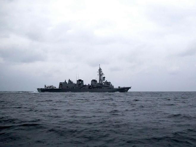 Tàu chiến Anh chĩa pháo cảnh cáo 5 tàu tấn công nhanh Iran - IRGC ra tuyên bố phản bác sắc lạnh - Ảnh 6.