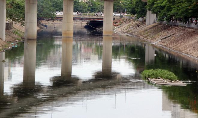 Cận cảnh nước sông Tô Lịch sau 2 ngày hồ Tây mở cửa xả nước - Ảnh 12.