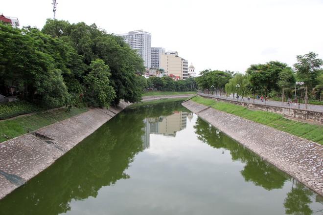 Cận cảnh nước sông Tô Lịch sau 2 ngày hồ Tây mở cửa xả nước - Ảnh 8.