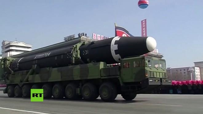 Washington lần đầu thừa nhận tên lửa Triều Tiên có khả năng tấn công mọi mục tiêu trên đất Mỹ - Ảnh 1.