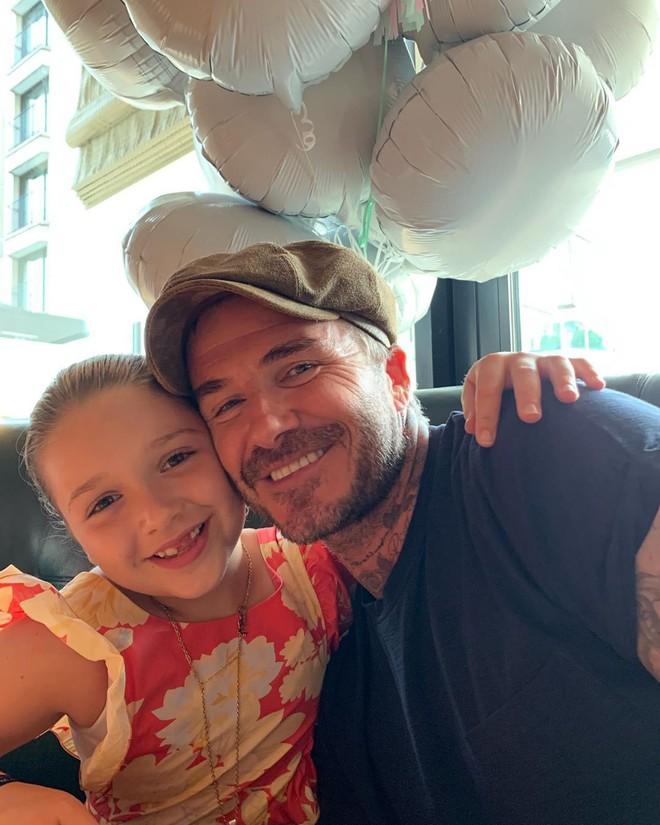 Nhờ sinh nhật của thiên thần nhỏ Harper, cuối cùng tin đồn về mâu thuẫn trong gia đình nhà Beckham cũng có lời đáp - Ảnh 2.