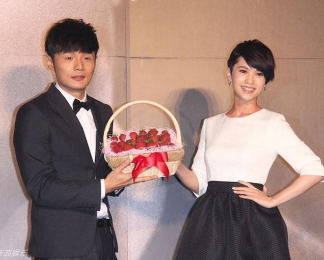 Giáo chủ khả ái Dương Thừa Lâm đã nhận lời cầu hôn bạn trai, Cbiz lại sắp có thêm đám cưới hoành tráng - Ảnh 4.