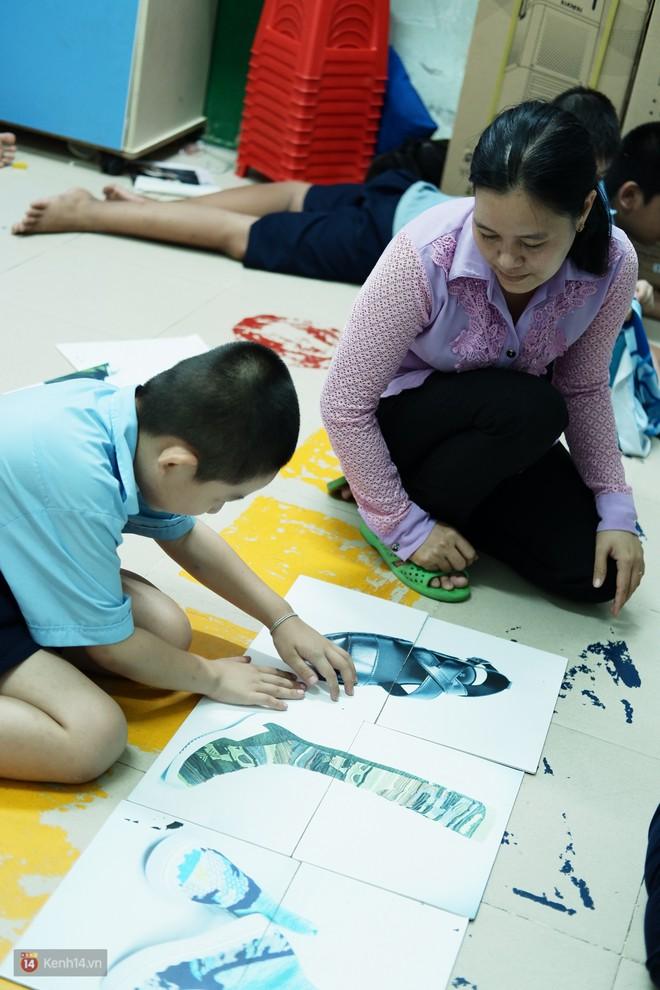 Lớp học thinh lặng giữa Sài Gòn: Không tiếng giảng bài không lời phát biểu, nhưng không tắt hy vọng bao giờ - Ảnh 6.