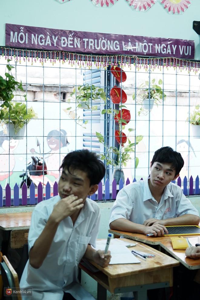 Lớp học thinh lặng giữa Sài Gòn: Không tiếng giảng bài không lời phát biểu, nhưng không tắt hy vọng bao giờ - Ảnh 9.