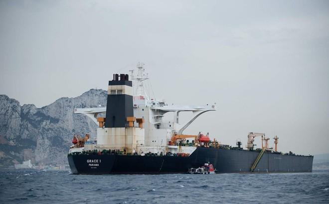 """Tehran nổi nóng, tuyên bố Anh sẽ bị """"vả vào mặt"""" vì dám chiếm giữ tàu chở dầu Iran"""