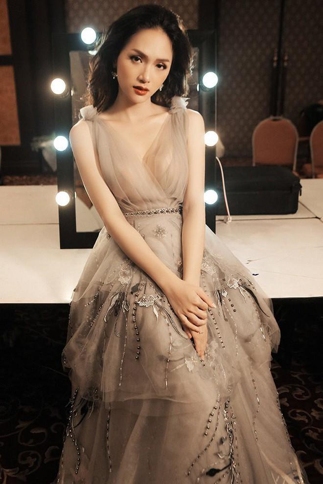 Được tung hô là Hoa hậu Quốc dân nhưng Phạm Hương vẫn không làm được điều này như Hương Giang - Ảnh 2.