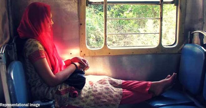 Xót xa cảnh phụ nữ Ấn Độ bị ép thực hiện những việc hết sức nguy hiểm nhằm loại bỏ kinh nguyệt để không phải nghỉ làm nữa - Ảnh 1.