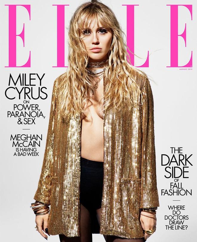 Loạt ảnh trên tạp chí Elle của Miley Cyrus gây bão mạnh: Thần thái đỉnh miễn bàn cũng không hút mắt bằng body đỉnh cao - Ảnh 1.