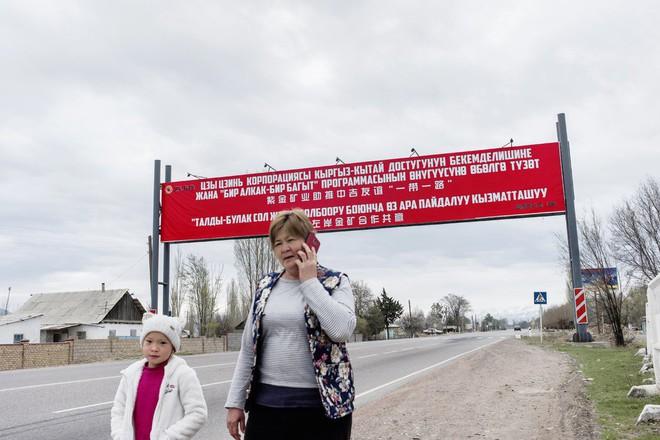 Người Kyrgyzstan sốc nặng khi nhận lại dự án thi công từ nhà thầu không có kinh nghiệm của TQ - Ảnh 3.