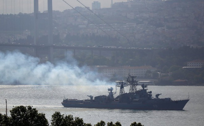 """Tàu chiến Nga """"đi giữa hai làn đạn"""" khi cố tình xâm nhập cuộc tập trận của Mỹ - Ukraine?"""