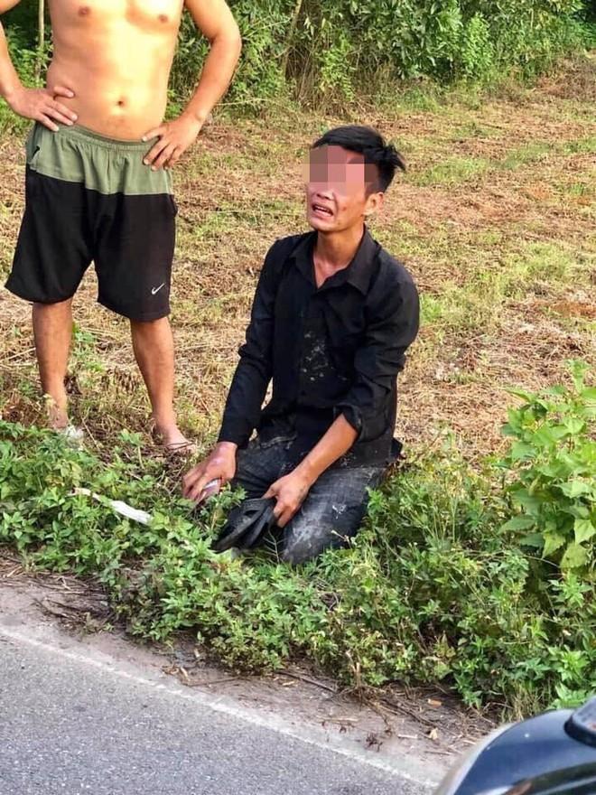Trộm xe máy bị người dân bắt được, nam thanh niên quỳ gối, khóc lóc xin tha  - Ảnh 3.