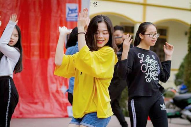 Nữ sinh Nghệ An đạt thủ khoa khối C toàn quốc: Xinh đẹp và nhiều tài lẻ - ảnh 6
