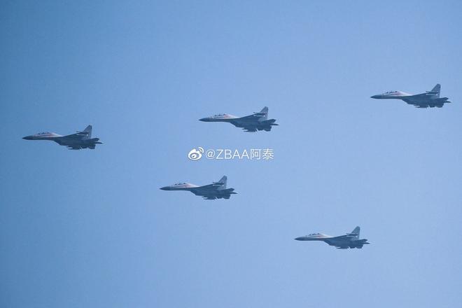 Không quân Trung Quốc biểu dương lực lượng hoành tráng trước lễ duyệt binh - ảnh 3