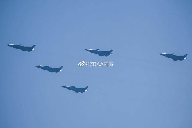 Không quân Trung Quốc biểu dương lực lượng hoành tráng trước lễ duyệt binh - ảnh 1