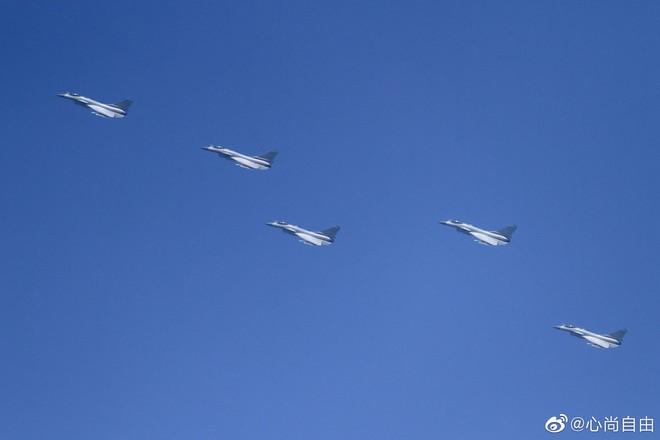Không quân Trung Quốc biểu dương lực lượng hoành tráng trước lễ duyệt binh - ảnh 4