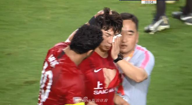 Cầu thủ Trung Quốc gây phẫn nộ sau tình huống vung chân đạp thẳng vào mắt của đối thủ - Ảnh 2.