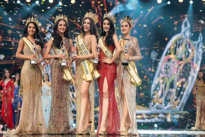 Tân Hoa hậu Hoà bình Thái: Đăng quang trong lạc lõng, không được chúc mừng, bị chỉ trích vì hạ bệ Miss Universe 2018 - Ảnh 1.