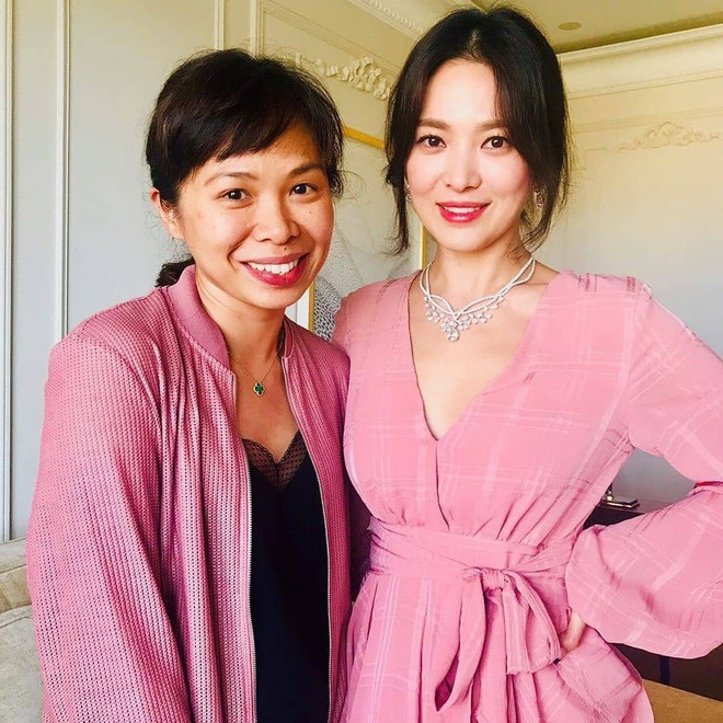Hé lộ thêm ảnh Song Hye Kyo trong sự kiện vừa qua: Nhan sắc lộng lẫy đỉnh cao ai cũng bất ngờ - ảnh 1