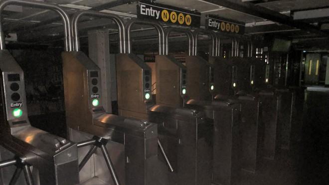 Manhattan, New York tê liệt vì đột ngột mất điện diện rộng, chưa rõ nguyên nhân - ảnh 2