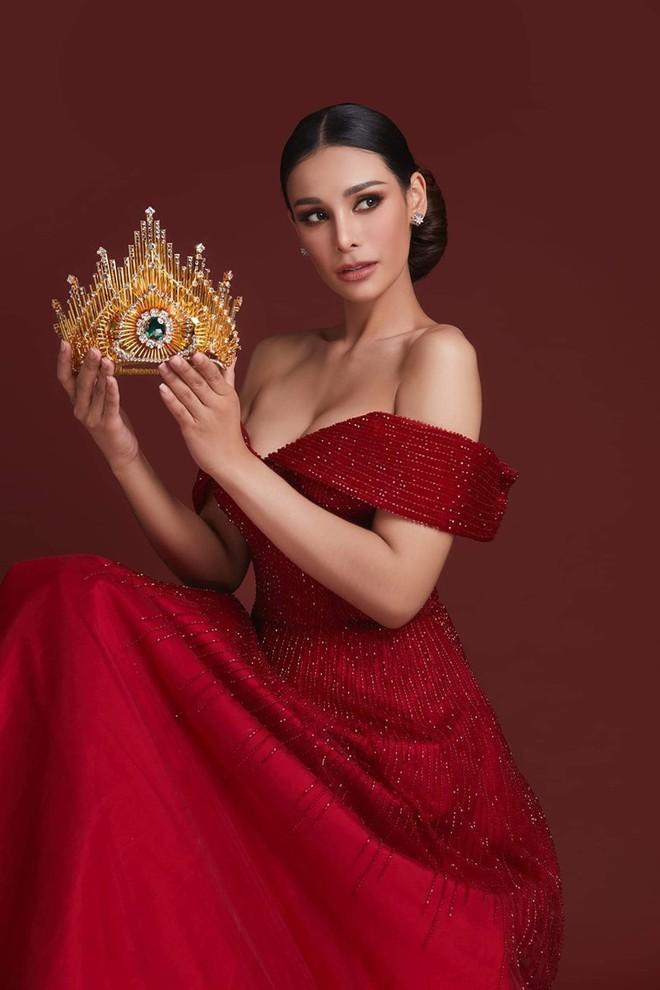 Tân Hoa hậu Hoà bình Thái: Đăng quang trong lạc lõng, không được chúc mừng, bị chỉ trích vì hạ bệ Miss Universe 2018 - Ảnh 4.