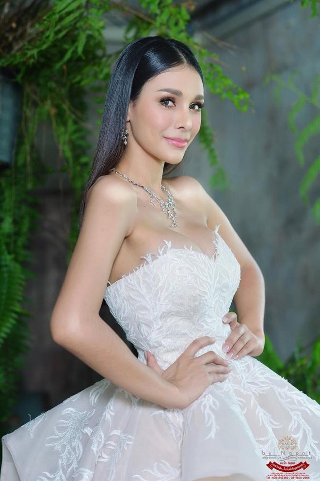 Tân Hoa hậu Hoà bình Thái: Đăng quang trong lạc lõng, không được chúc mừng, bị chỉ trích vì hạ bệ Miss Universe 2018 - Ảnh 6.