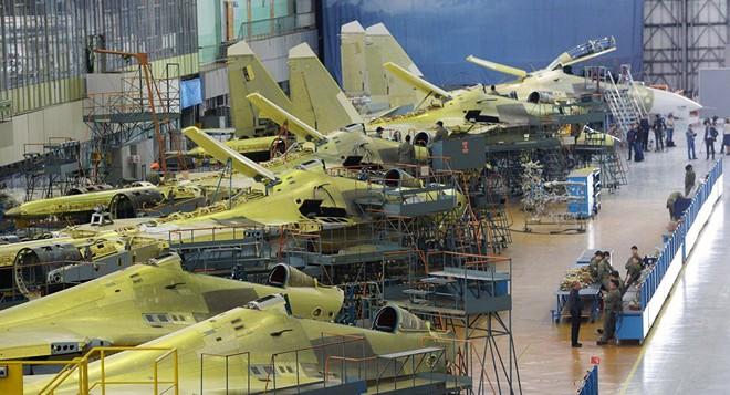 Ngành công nghiệp vũ khí Nga chìm nghỉm trong mớ hỗn loạn đen tối: Canh bạc khó lường - Ảnh 2.