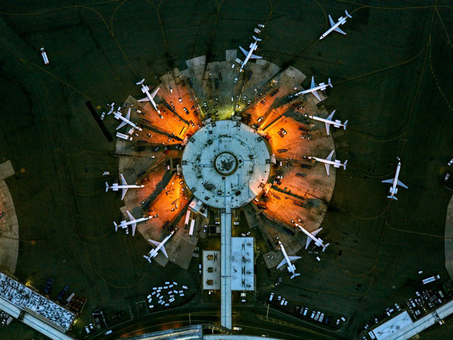 Những tác phẩm nghệ thuật đẹp không tưởng được chụp bằng drone - Ảnh 9.