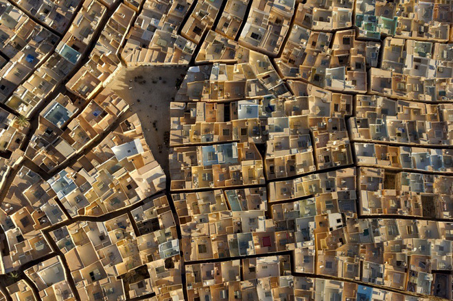 Những tác phẩm nghệ thuật đẹp không tưởng được chụp bằng drone - Ảnh 10.