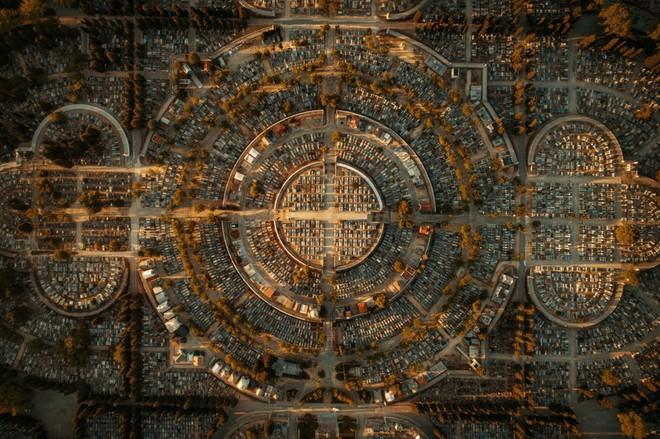 Những tác phẩm nghệ thuật đẹp không tưởng được chụp bằng drone - Ảnh 3.