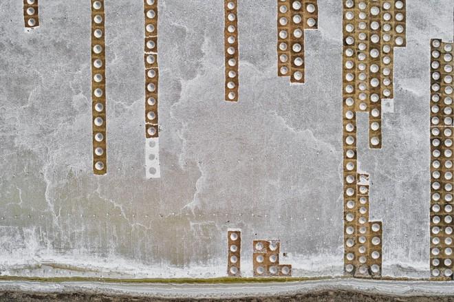 Những tác phẩm nghệ thuật đẹp không tưởng được chụp bằng drone - Ảnh 7.