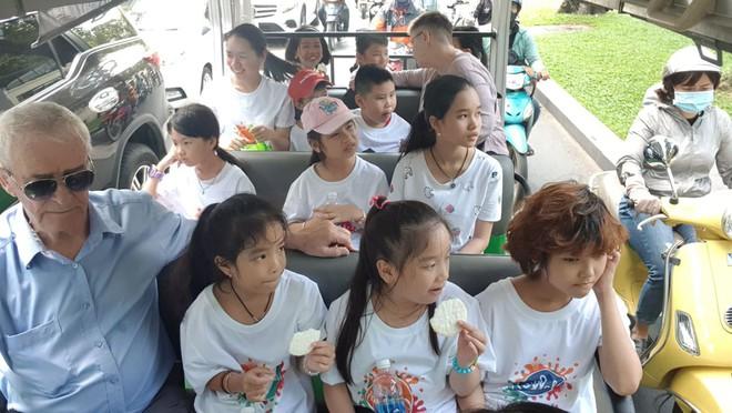 Ông nội kì lạ, hễ gặp đàn ông Việt là hào hứng: Các cậu rất may khi sống cạnh những cô gái đẹp nhất thế giới - ảnh 6